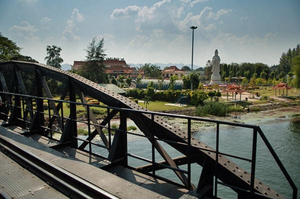 Pagoda en la otra cara del río Kwhae