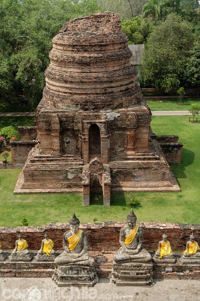 Vista de una estupa más pequeña