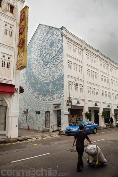 Bonita fachada del Porcelain hotel