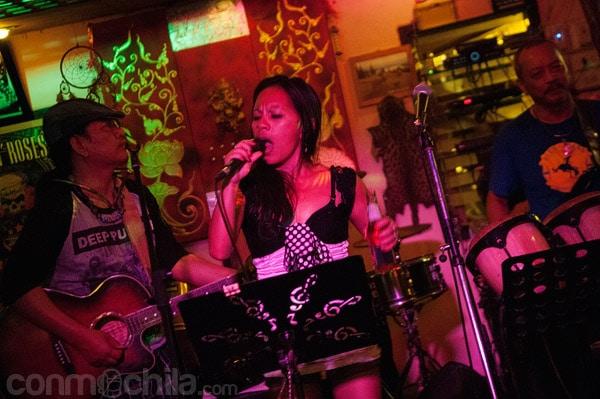 Una cantante fiiipina