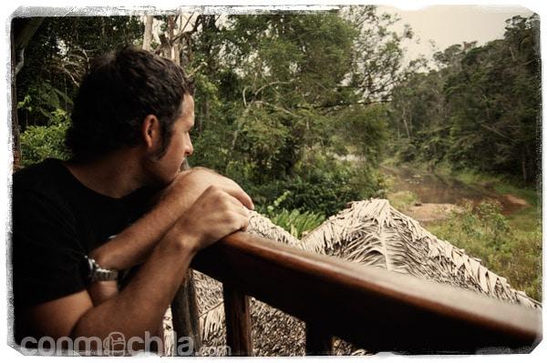 Toni muy atento a los lemures...