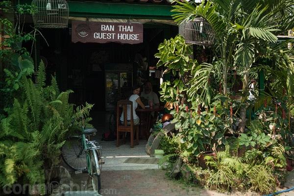 La terraza en la entrada de Ban Thai GH