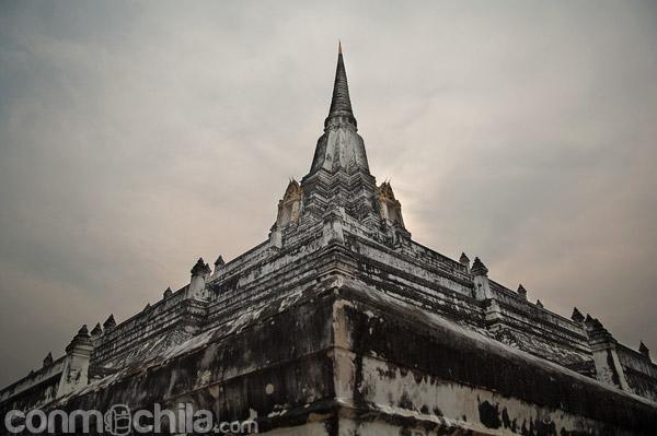 Majestuoso wat Phu Khao Thong