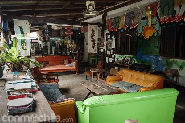 """Sala de estar con sus """"sofás de escai"""""""