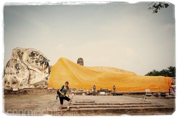 Junto al inmenso buda reclinado de Wat Lokayasutharam