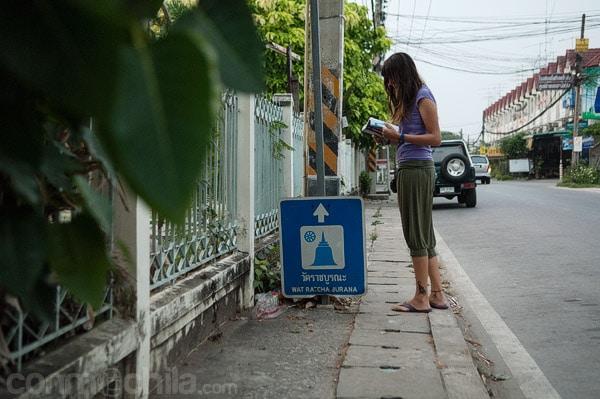 Camino del templo Wat Ratchaburana