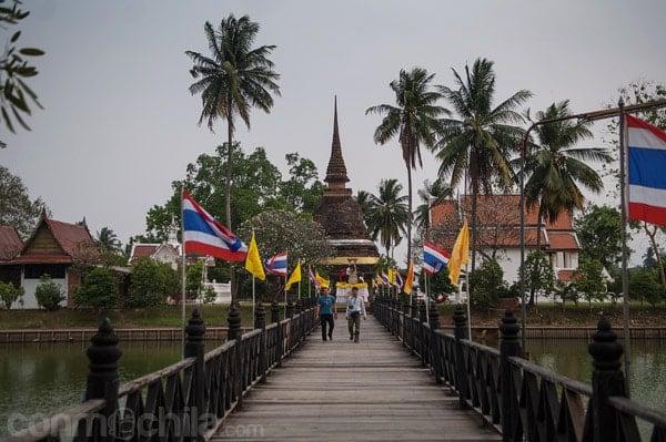 » El templo Wat Traphang Thong Lang de Sukhothai