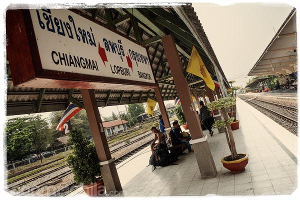 En la estación de tren de Lopburi