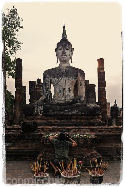Toni haciendo fotos a Buda