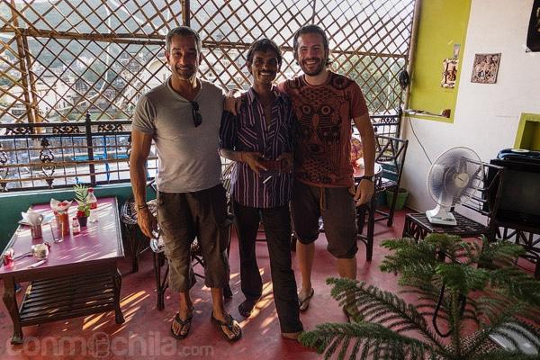 Con Javier y el dueño del Energy Café