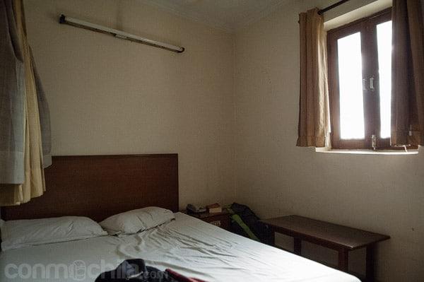 Vista de la habitación con ventana que da al exterior