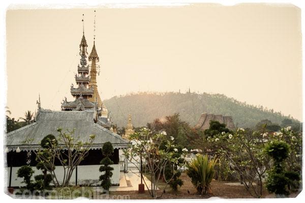 Puesta de sol sobre el otro templo