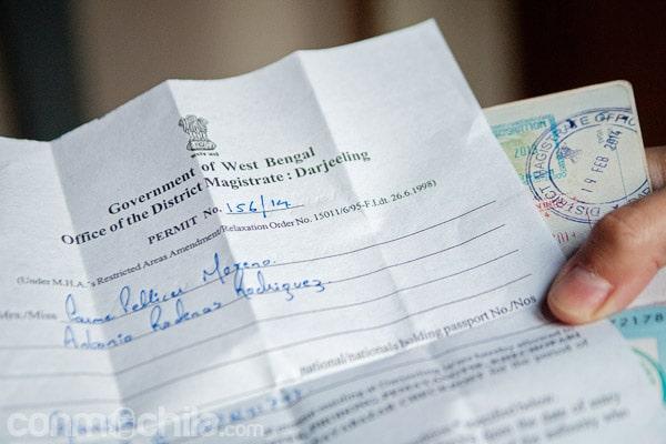 El permiso en cuestión y el cuño en el pasaporte