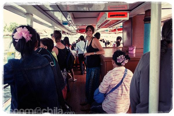 En el barco por los canales de Bangkok