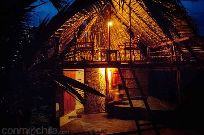 Y la cabaña de noche