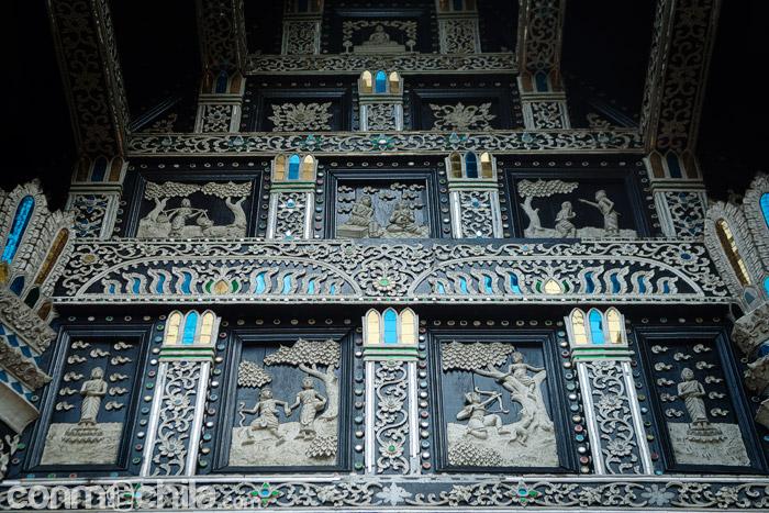 Detalle de la ornamentación de la entrada