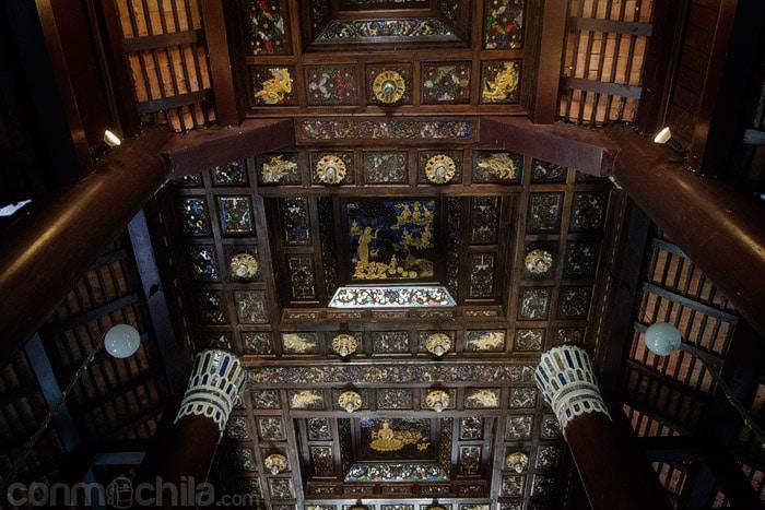 Detalle del adornado techo