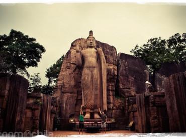 Cap. 04 – Llegada a Dambulla y visita al Buda de Aukana