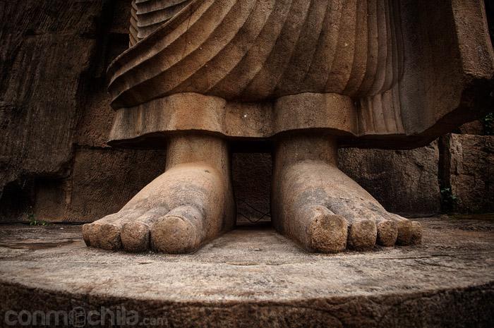Los enormes pies de granito