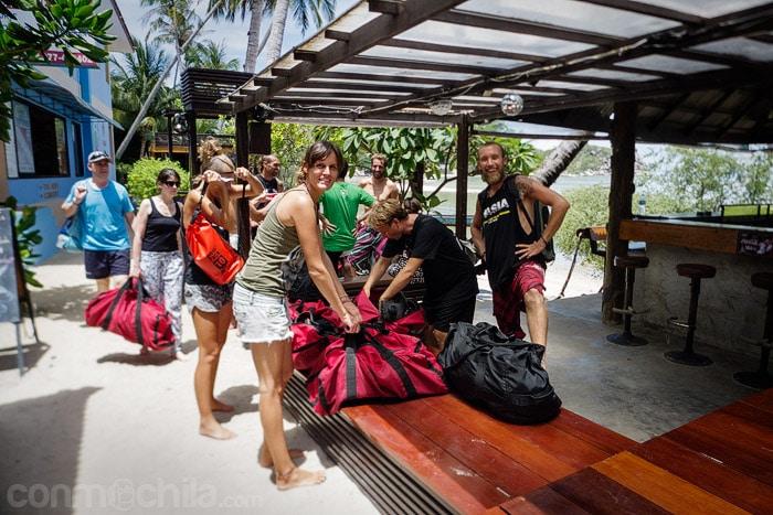 Recogiendo als mochilas con nuestro equipo