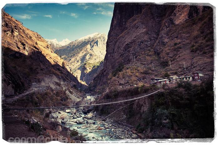 Vistas de Dharapani a lo lejos