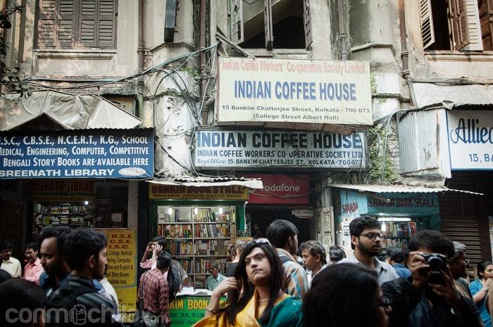 Entrada al Indian Coffee House por la calle