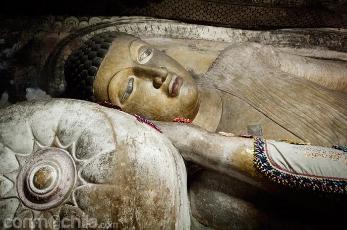 Figura de Buda reclinado