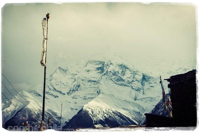 Las nubes intentando tapar la cara del Annapurna II