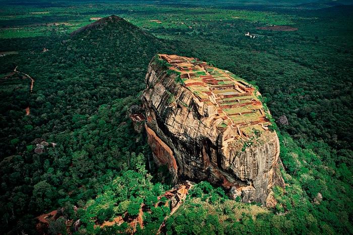 La Roca del León (Lion's Rock) a vista de pájaro