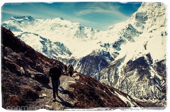 Subiendo bajo la atenta mirada del Annapurna IV