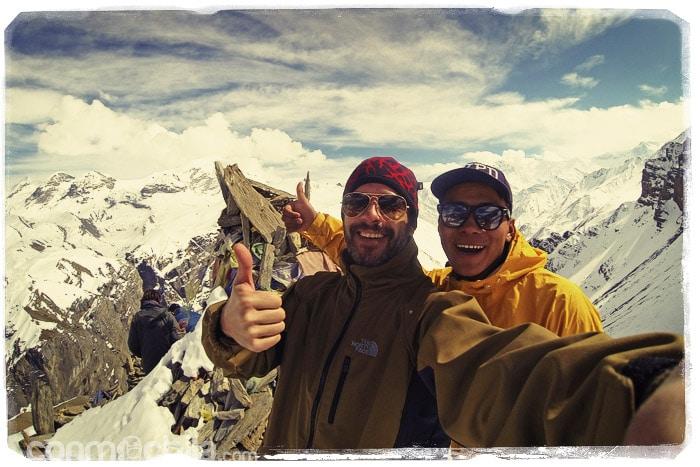 Yam y Toni en lo alto de la pequeña montaña