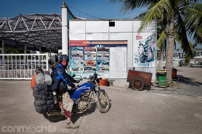 En la zona del ferry a Cat Ba