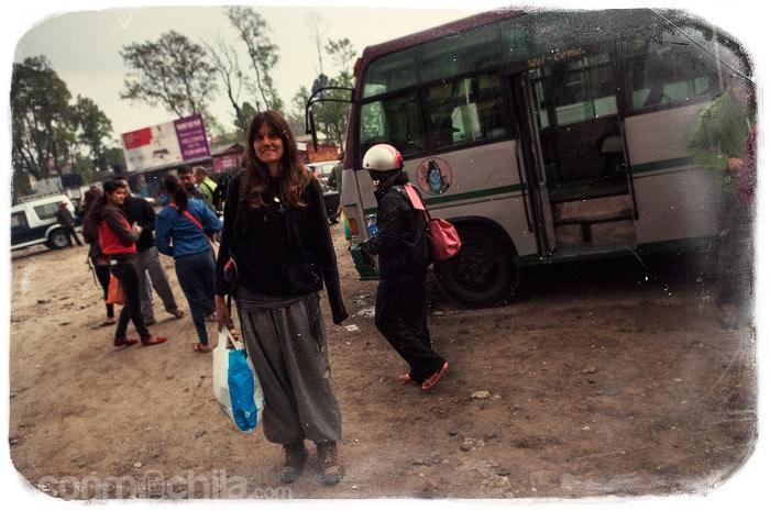 En la estación de buses de Pokhara