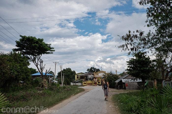 De paseo por las calles de Hsipaw
