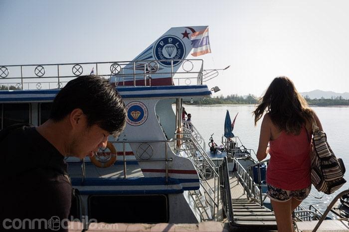 El barco que nos llevará a Ko Phi Phi