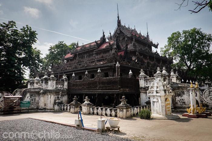 Vista general del monasterio de madera Shwenandaw Kyaung