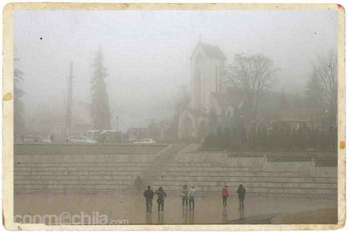 La iglesia de Sapa y la niebla
