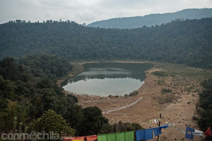 El lago desde el mirador de la montaña