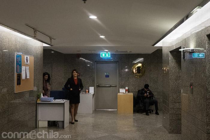 Entrada a la embajada