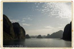 La bonita estampa de Halong desde el ferry