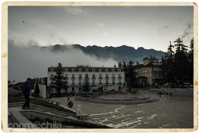 Unos momentos de despeje pero con la niebla apareciendo por detrás...