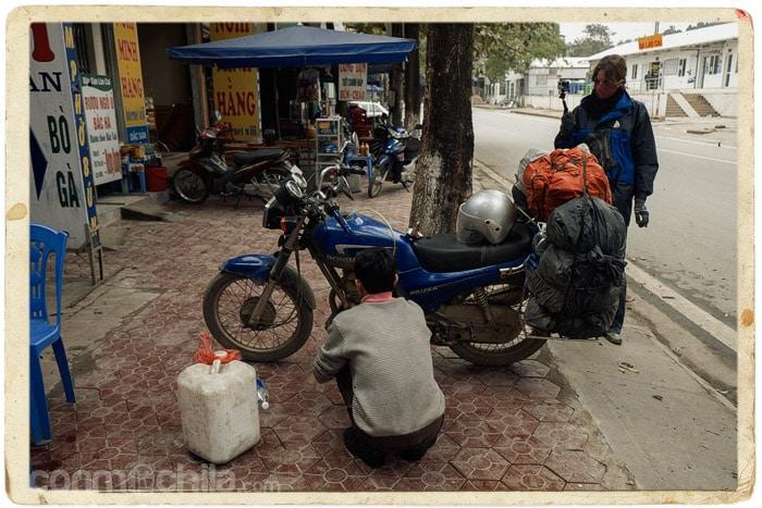 Nos vacían el depósito de la moto