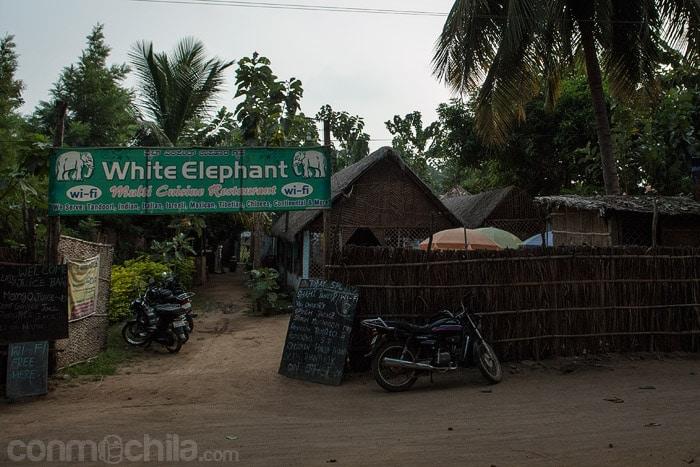 Entrada al White Elephant guesthouse