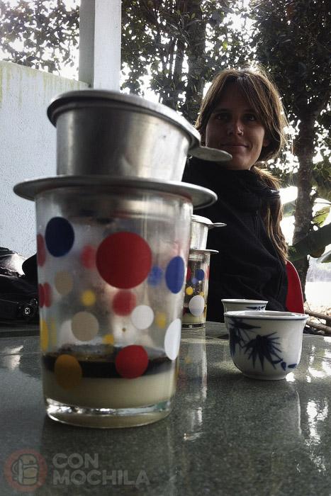 Cafe sua y un poco de té para acompañar