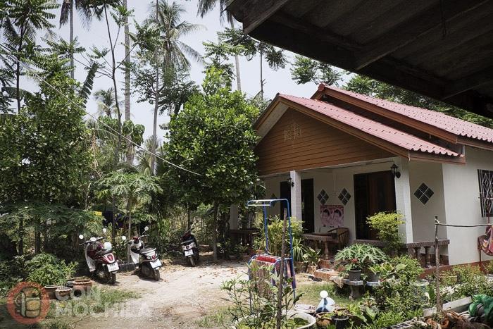 La zona del jardín y de los mini apartamentos