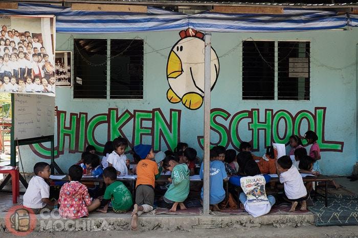 Los niños en Chicken School
