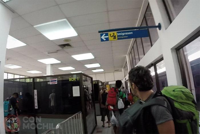 La zona de inmigración de la estación (zona Tailandesa)