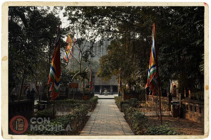 Jardines de acceso al templo