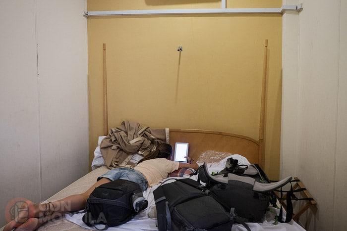 La sencilla y pequeña habitación