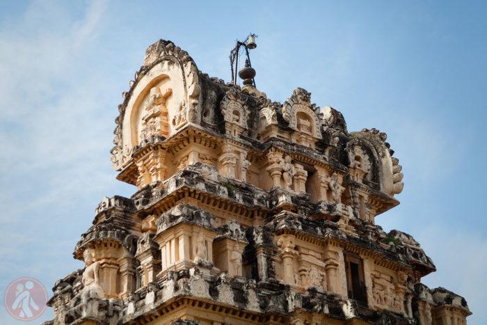Detalle de la parte de arriba del otro pequeño templo